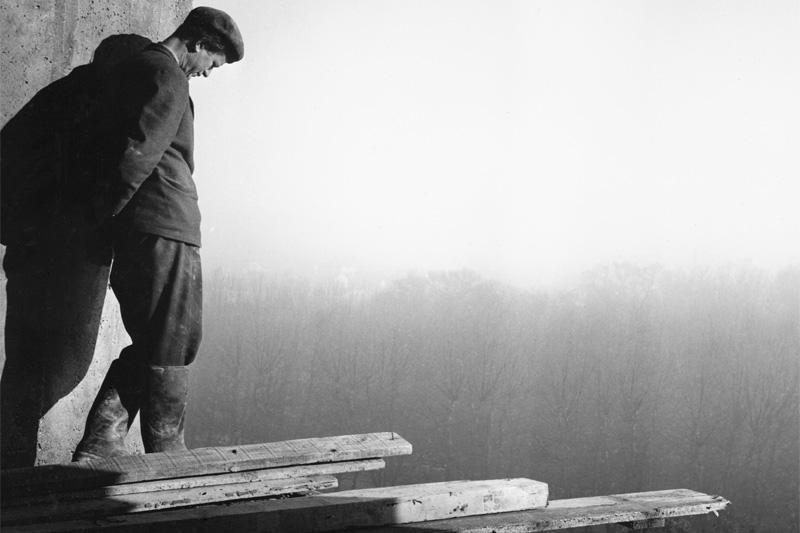 Levágni azt, ami felesleges: Lucien Hervé, Le Corbusier építészetének humanista fotósa