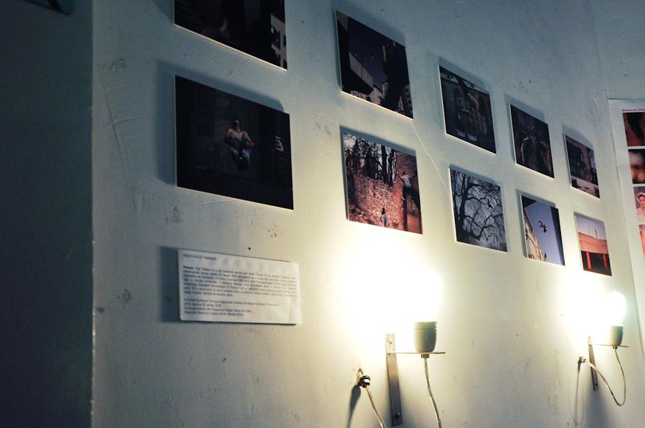 Végh László Yamakasi című, Sajtófotó díjas fotósorozata a Kino előterében