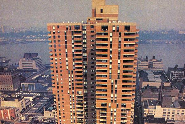 NEW YORK-I CSODA A 42. UTCÁBAN